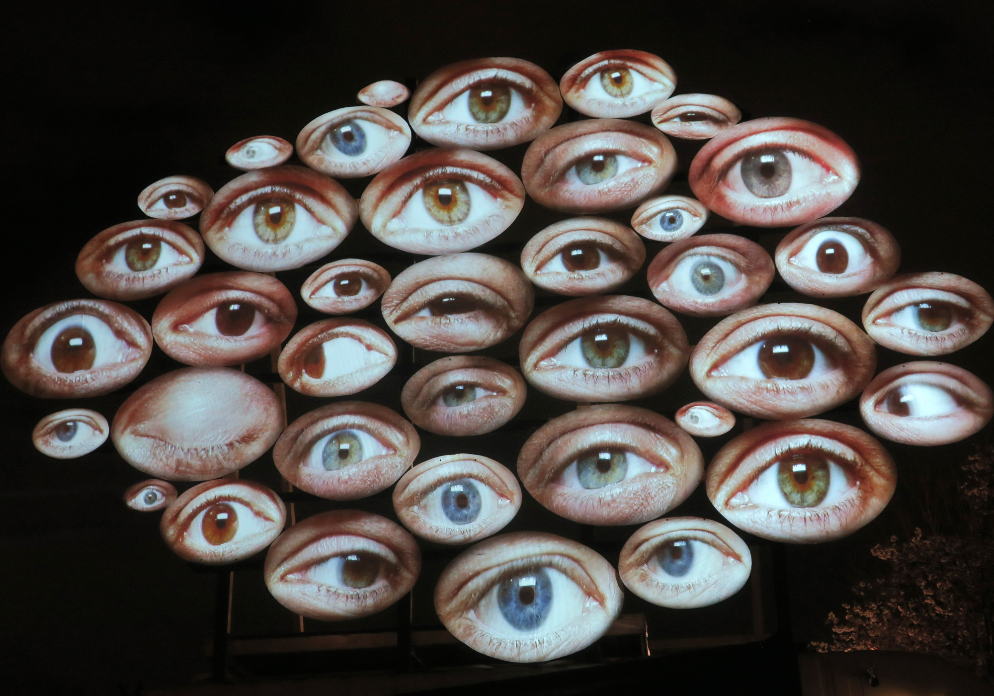 The Eyes / Kulturzentrum HAFEN 2 © Silvan Hasselbach, Luminale 2020